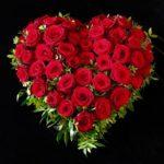 Friedhof Stadtbergen Trauerherz mit roten Rosen
